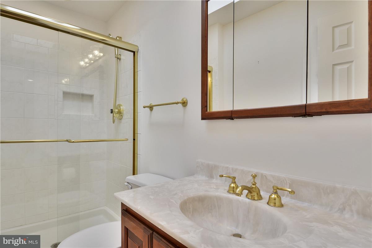 Additional photo for property listing at 2433 Hunter Mill Road 2433 Hunter Mill Road Vienna, Виргиния 22181 Соединенные Штаты