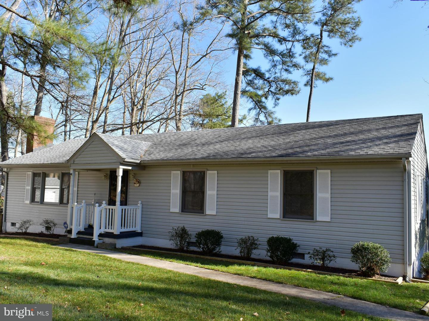 Single Family for Sale at 173 Walton Dr Topping, Virginia 23169 United States