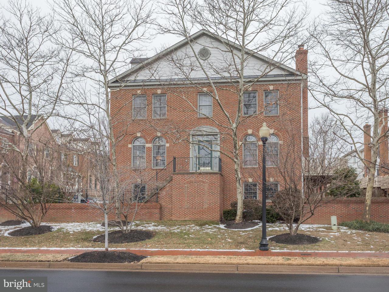 联栋屋 为 销售 在 10500 Captain John Smith Court 10500 Captain John Smith Court Fairfax, 弗吉尼亚州 22030 美国