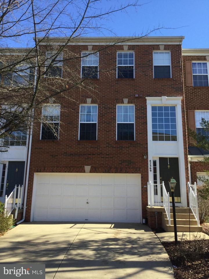 Maison accolée pour l Vente à 47369 Sterdley Falls Ter 47369 Sterdley Falls Ter Sterling, Virginia 20165 États-Unis