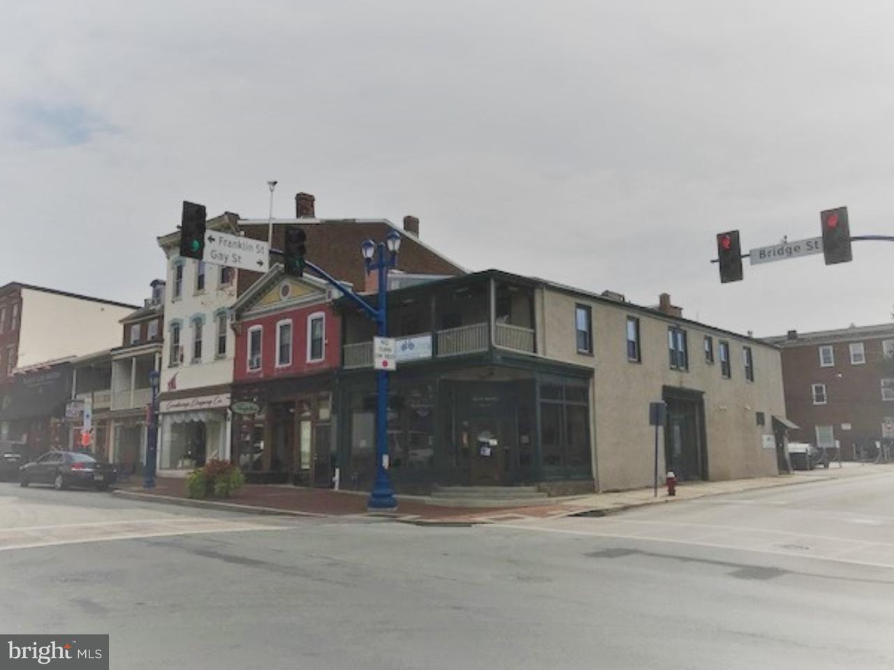 Частный односемейный дом для того Продажа на 256 BRIDGE Street Phoenixville, Пенсильвания 19460 Соединенные Штаты