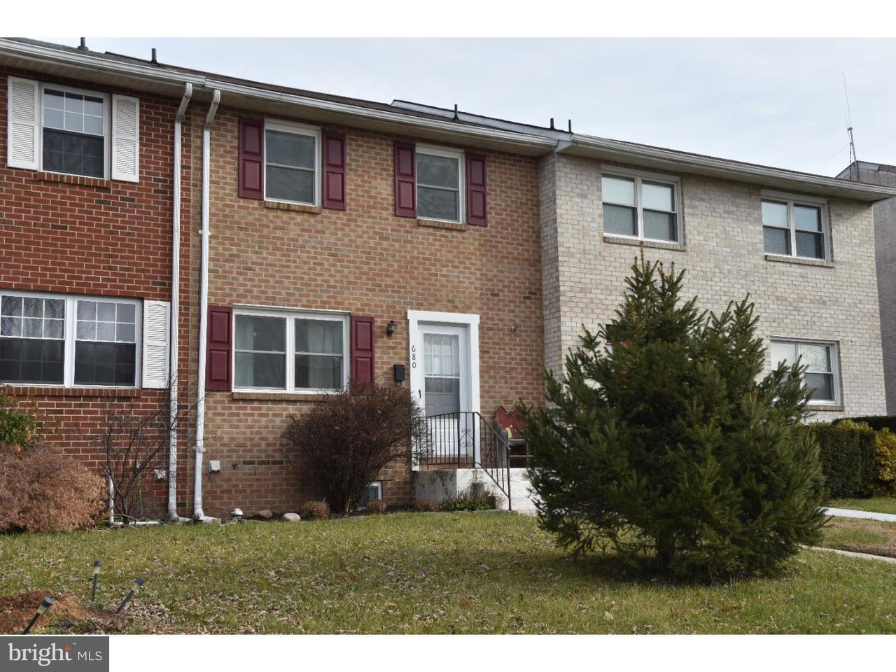 Maison accolée pour l Vente à 680 JEFFERSON Street Red Hill, Pennsylvanie 18076 États-Unis