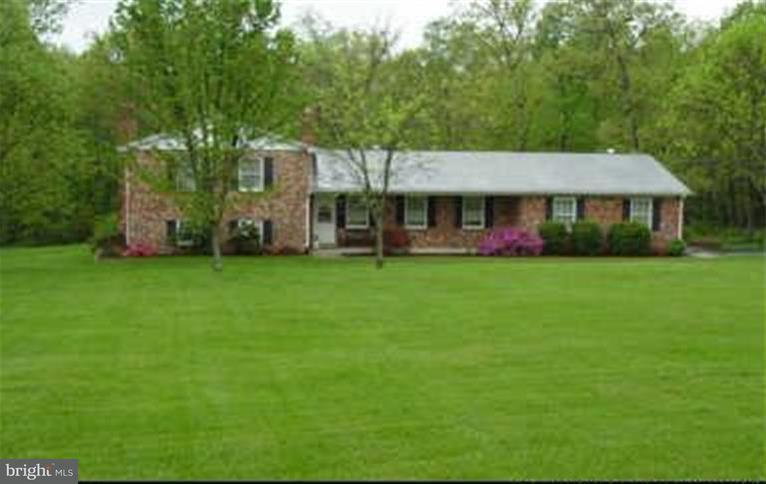 独户住宅 为 销售 在 9638 Green Road 9638 Green Road Midland, 弗吉尼亚州 22728 美国