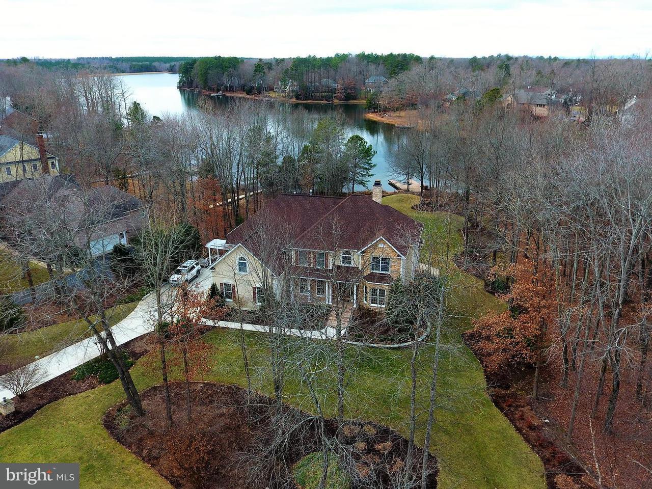Частный односемейный дом для того Продажа на 11204 Fawn Lake Pkwy 11204 Fawn Lake Pkwy Spotsylvania, Виргиния 22551 Соединенные Штаты