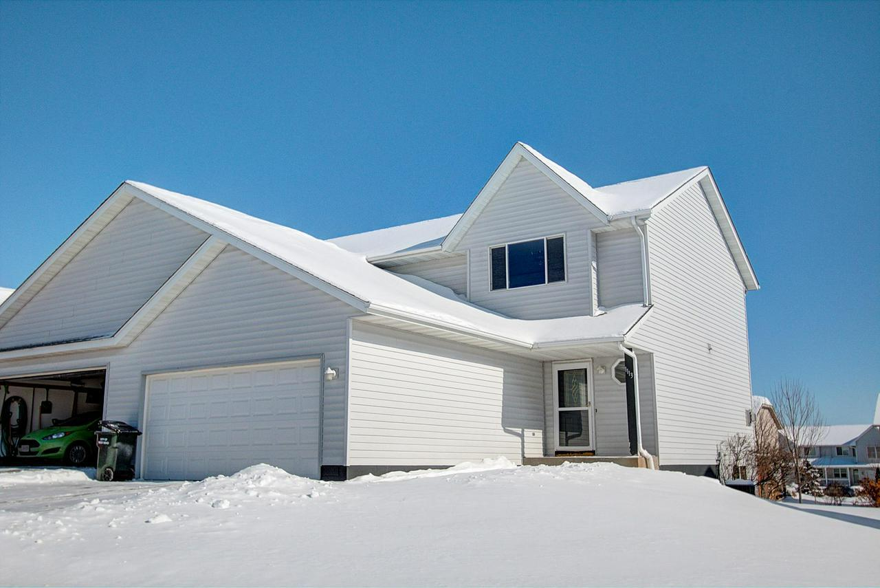 Rare 3 bedroom, 3 1/2 bathroom condo with no fees! Townhome style side by side with open concept. New roof and water heater in 2015! Master suite has large walk in closet, 2nd closet, and full bathroom. Basement has full bathroom, finished walls, and is ready to become your custom rec room!