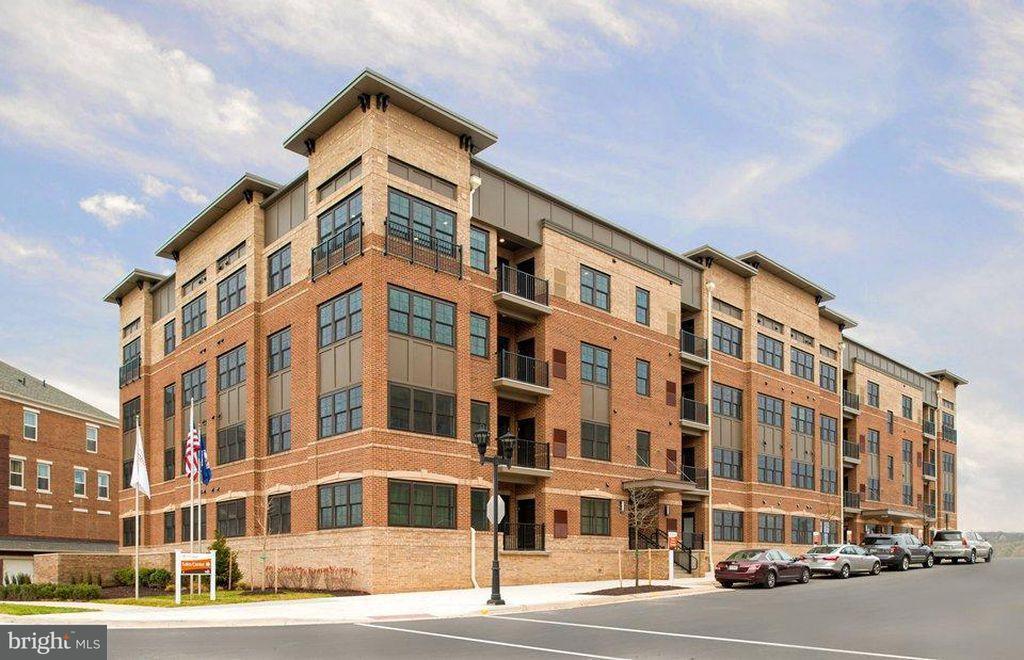 共管式独立产权公寓 为 销售 在 9521 Bastille St #207 9521 Bastille St #207 Fairfax, 弗吉尼亚州 22031 美国