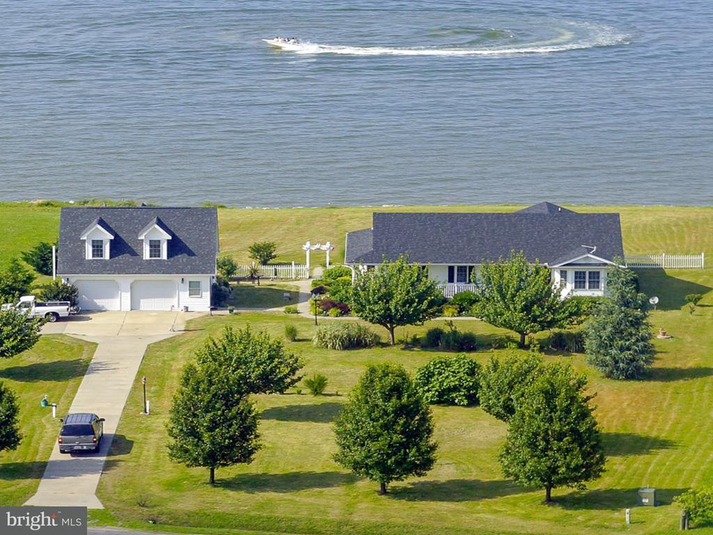 Maison unifamiliale pour l Vente à 377 Potomac Drive 377 Potomac Drive Heathsville, Virginia 22473 États-Unis