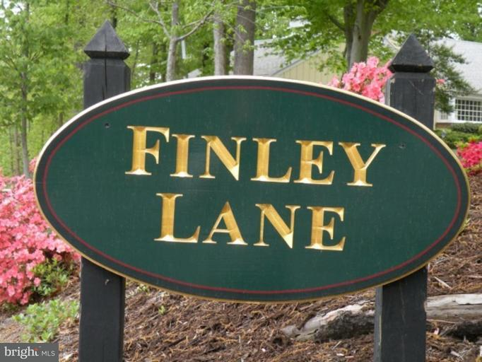 Additional photo for property listing at 1101 Finley Ln  Alexandria, Virginia 22304 United States