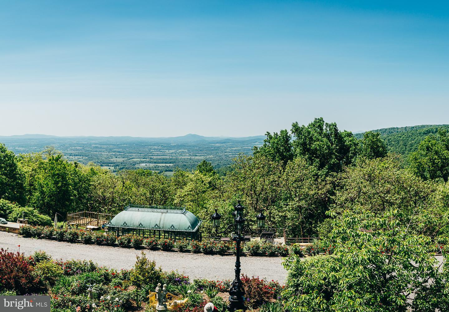 Single Family for Sale at 19238 Blueridge Mountain Rd Bluemont, Virginia 20135 United States
