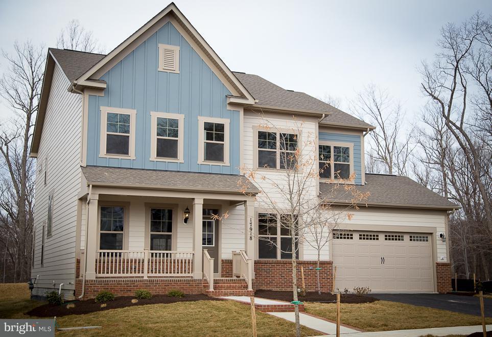 Maison unifamiliale pour l Vente à 17918 Woods View Drive 17918 Woods View Drive Dumfries, Virginia 22026 États-Unis