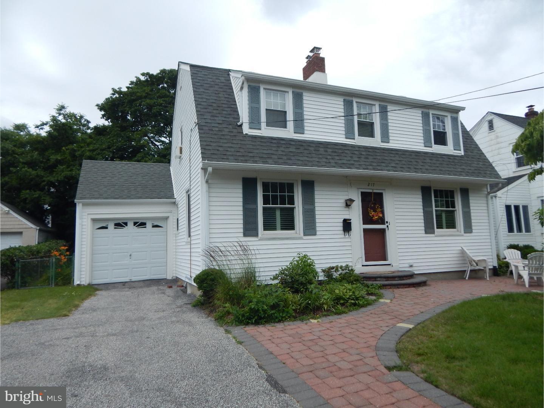 Maison unifamiliale pour l Vente à 217 KING Avenue Haddon Township, New Jersey 08108 États-Unis