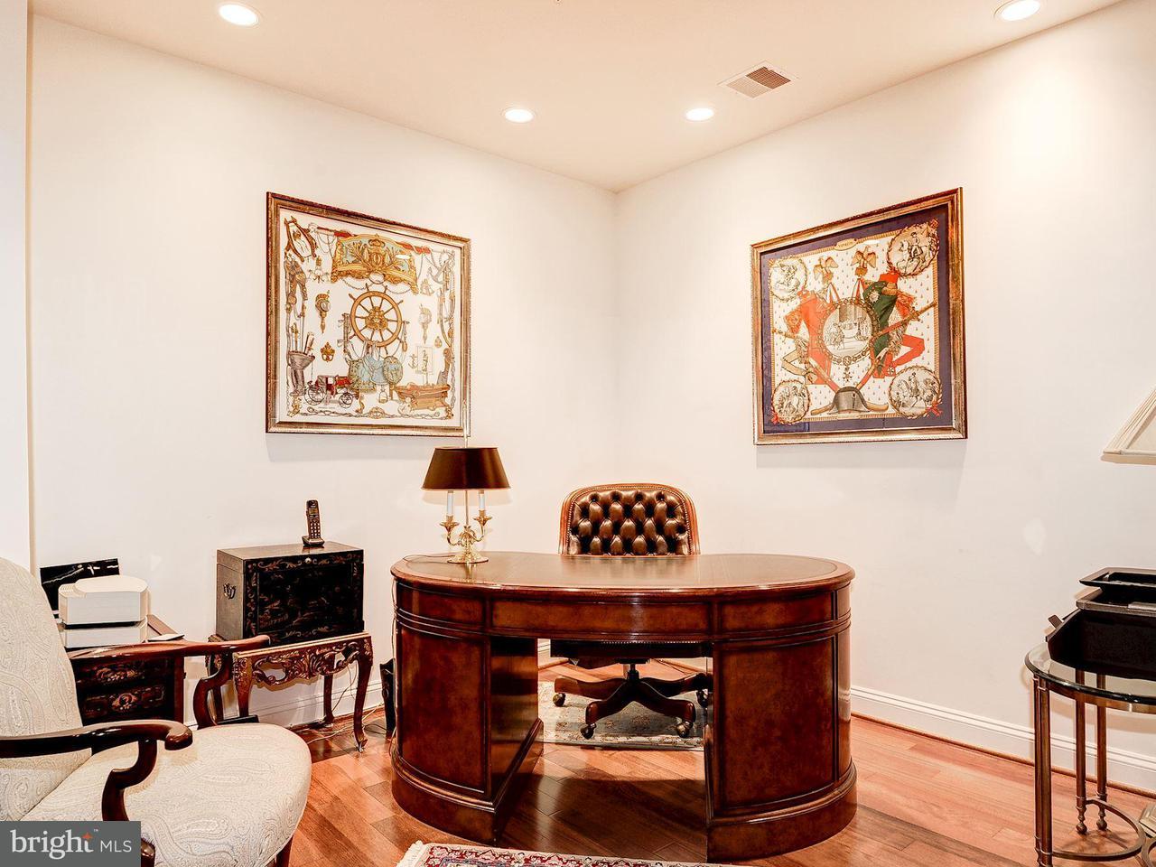 Condominio por un Venta en 1781 Chain Bridge Rd #307 1781 Chain Bridge Rd #307 McLean, Virginia 22102 Estados Unidos