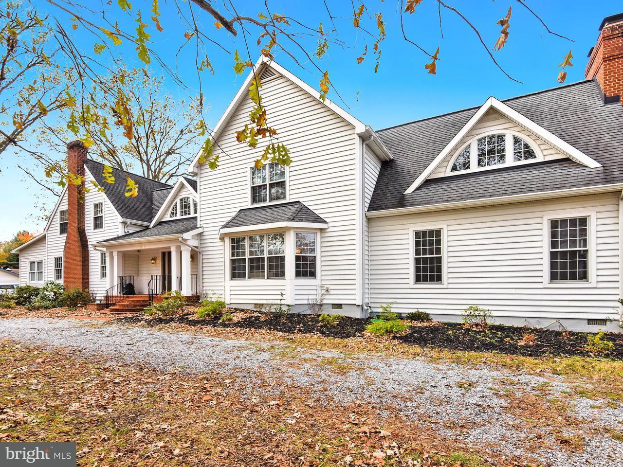 独户住宅 为 销售 在 12205 Riverview Road 12205 Riverview Road Fort Washington, 马里兰州 20744 美国