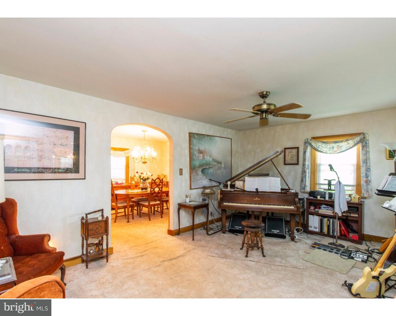 Частный односемейный дом для того Продажа на 124 TREATY Road Drexel Hill, Пенсильвания 19026 Соединенные Штаты