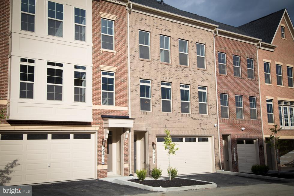 Maison accolée pour l Vente à 10209 Hilltop Ascent Drive 10209 Hilltop Ascent Drive Rockville, Maryland 20850 États-Unis