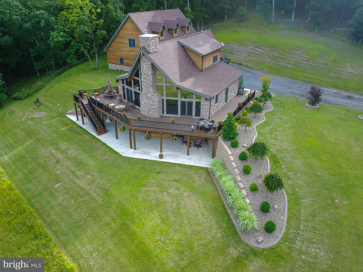 Villa per Vendita alle ore 152 Twin Springs Lane 152 Twin Springs Lane New Creek, Virginia Occidentale 26743 Stati Uniti