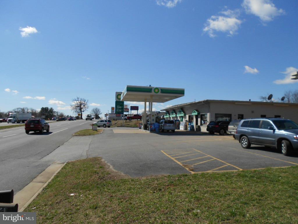 Commercial pour l Vente à 8723 Seminole Trail 8723 Seminole Trail Ruckersville, Virginia 22968 États-Unis