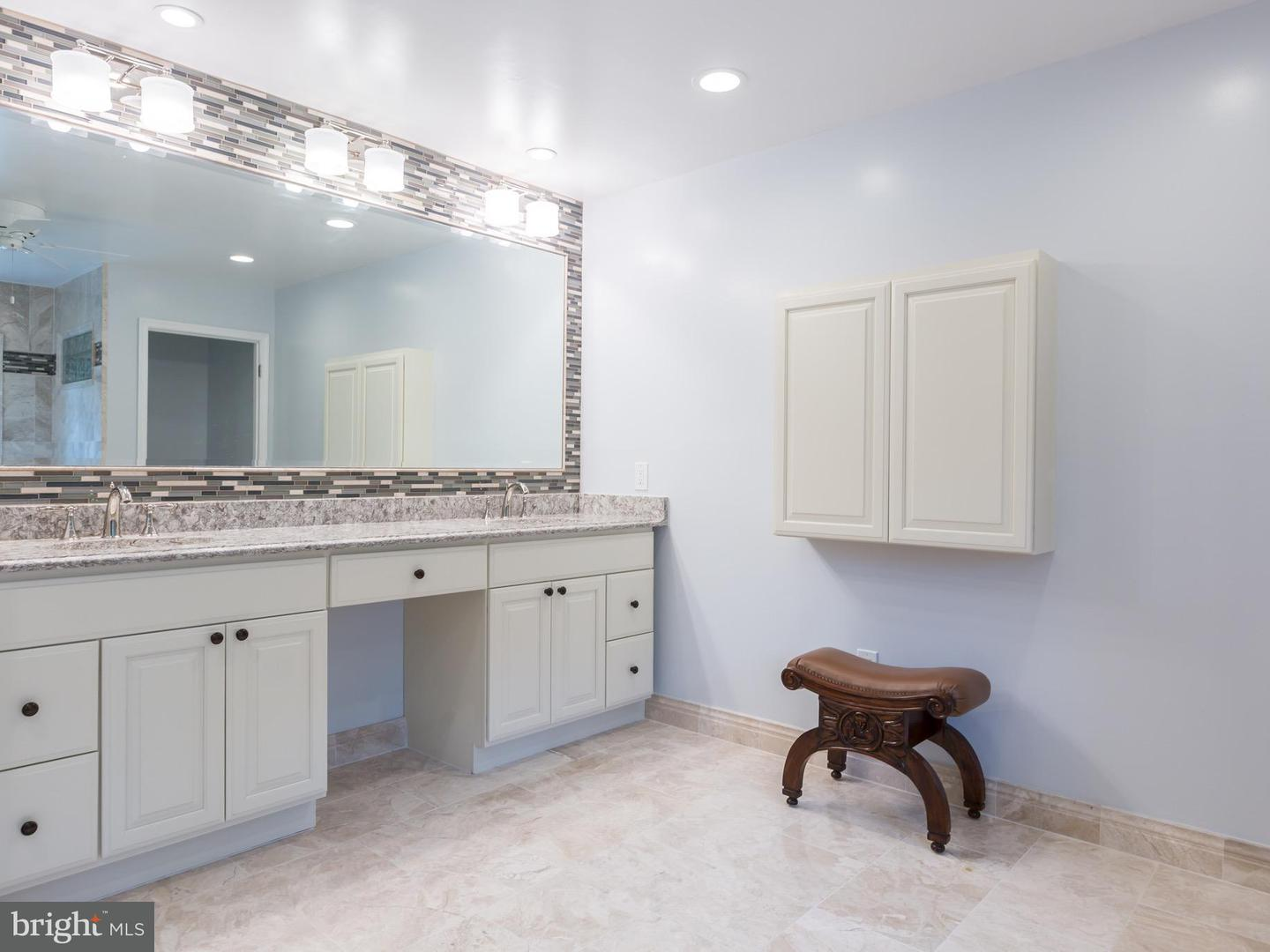 Additional photo for property listing at 12010 Wetherfield Ln  Potomac, Maryland 20854 United States