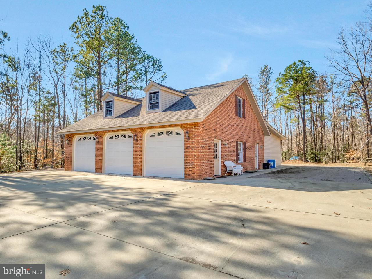Additional photo for property listing at 909 Doves Nest Road 909 Doves Nest Road Tappahannock, Virginia 22560 Estados Unidos