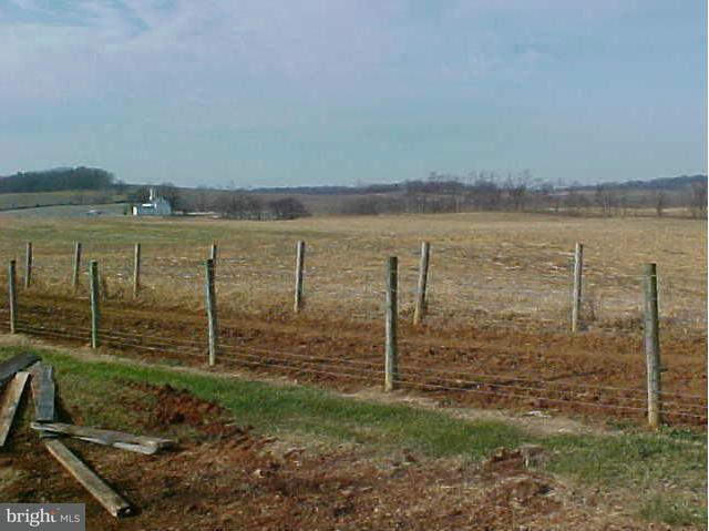 Additional photo for property listing at 599 Kibler Rd N 599 Kibler Rd N Quicksburg, 弗吉尼亞州 22847 美國