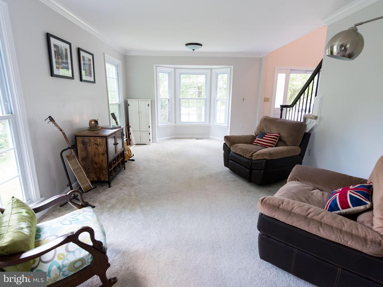 Additional photo for property listing at 810 Autumn Breeze Court 810 Autumn Breeze Court Herndon, Virginia 20170 Estados Unidos