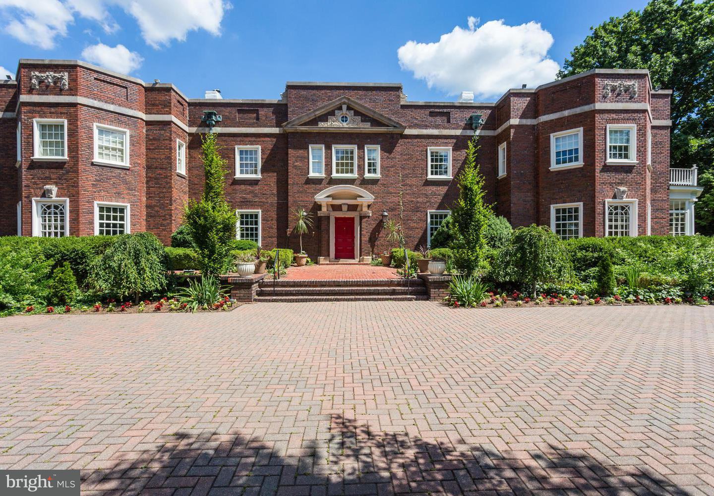 Single Family for Sale at 3911 Bradley Ln Chevy Chase, Maryland 20815 United States