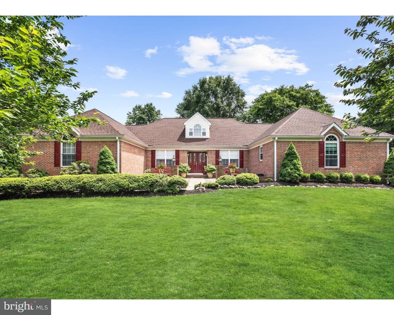 Maison unifamiliale pour l Vente à 25 FENIMORE Road Lumberton, New Jersey 08048 États-Unis