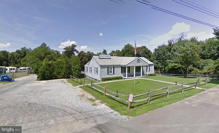 Commerciale per Vendita alle ore 8100 Marlboro Pike 8100 Marlboro Pike Forestville, Maryland 20747 Stati Uniti
