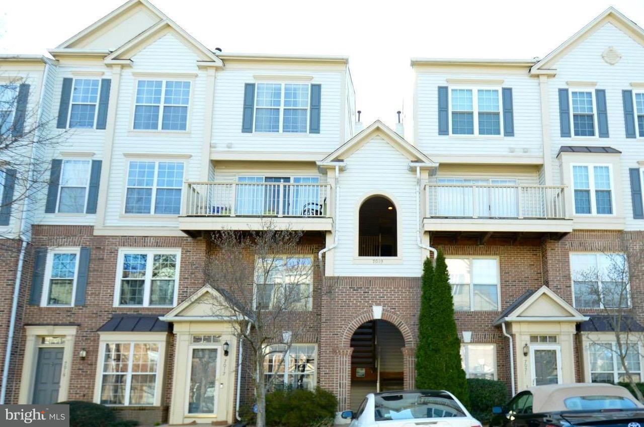 Appartement en copropriété pour l Vente à 7019 Metropolitan Pl #302 7019 Metropolitan Pl #302 Falls Church, Virginia 22043 États-Unis