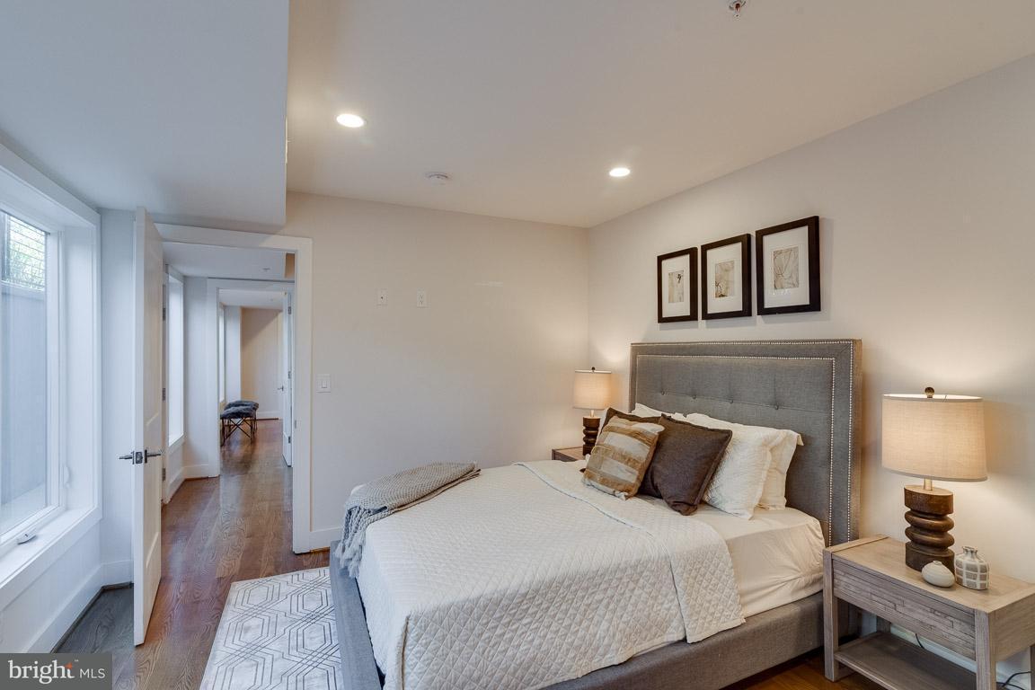 Additional photo for property listing at 240 Q St Nw #Ph #1 240 Q St Nw #Ph #1 Washington, District De Columbia 20001 États-Unis