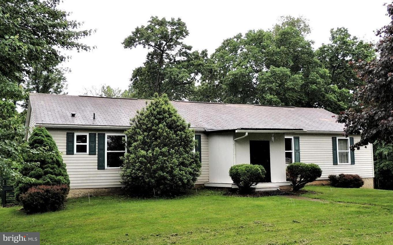 Single Family for Sale at 136 Gilbert Ln Wrightsville, Pennsylvania 17368 United States
