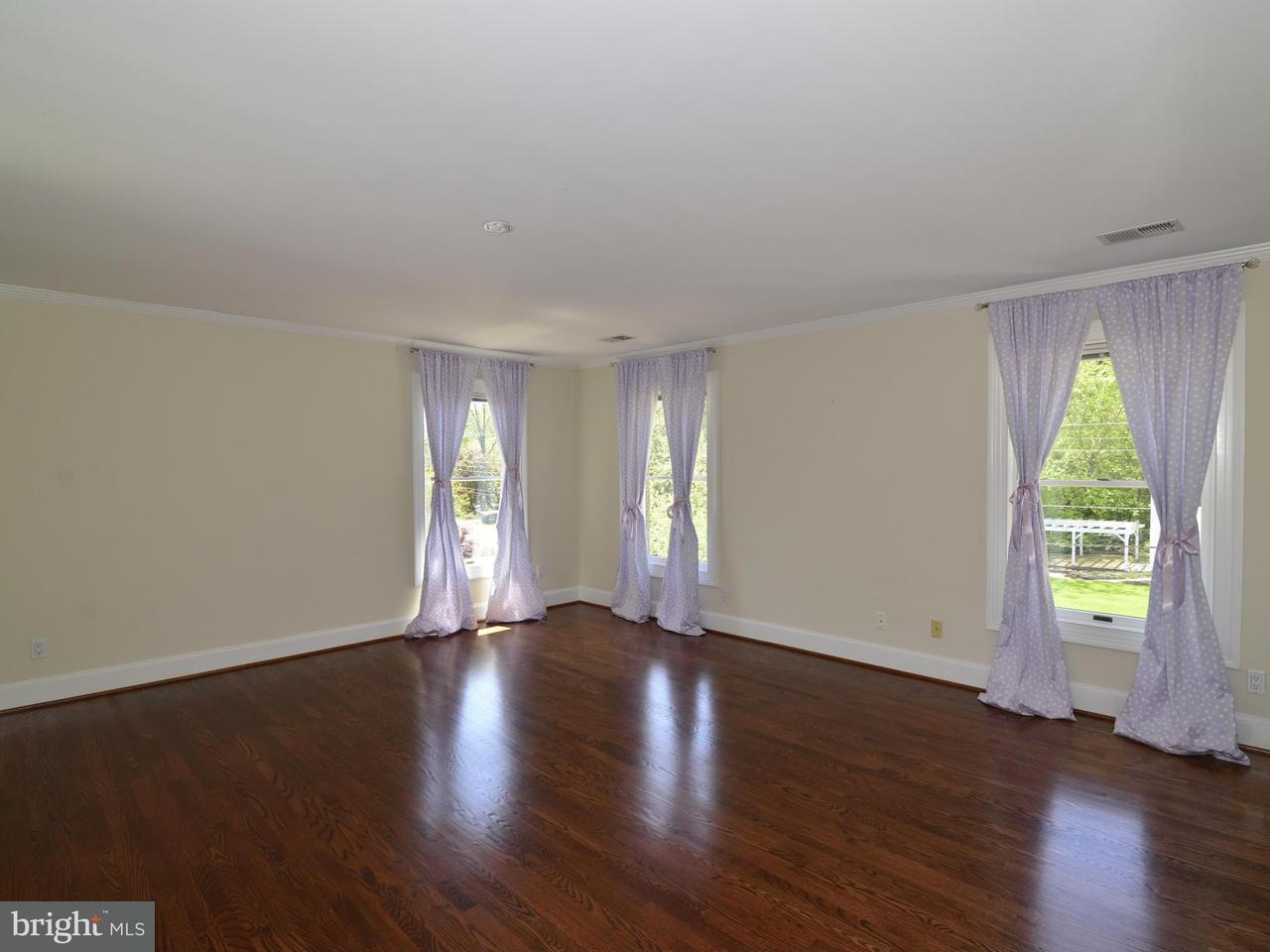 Additional photo for property listing at 103 Poplar Lane 103 Poplar Lane Occoquan, Virginia 22125 Verenigde Staten