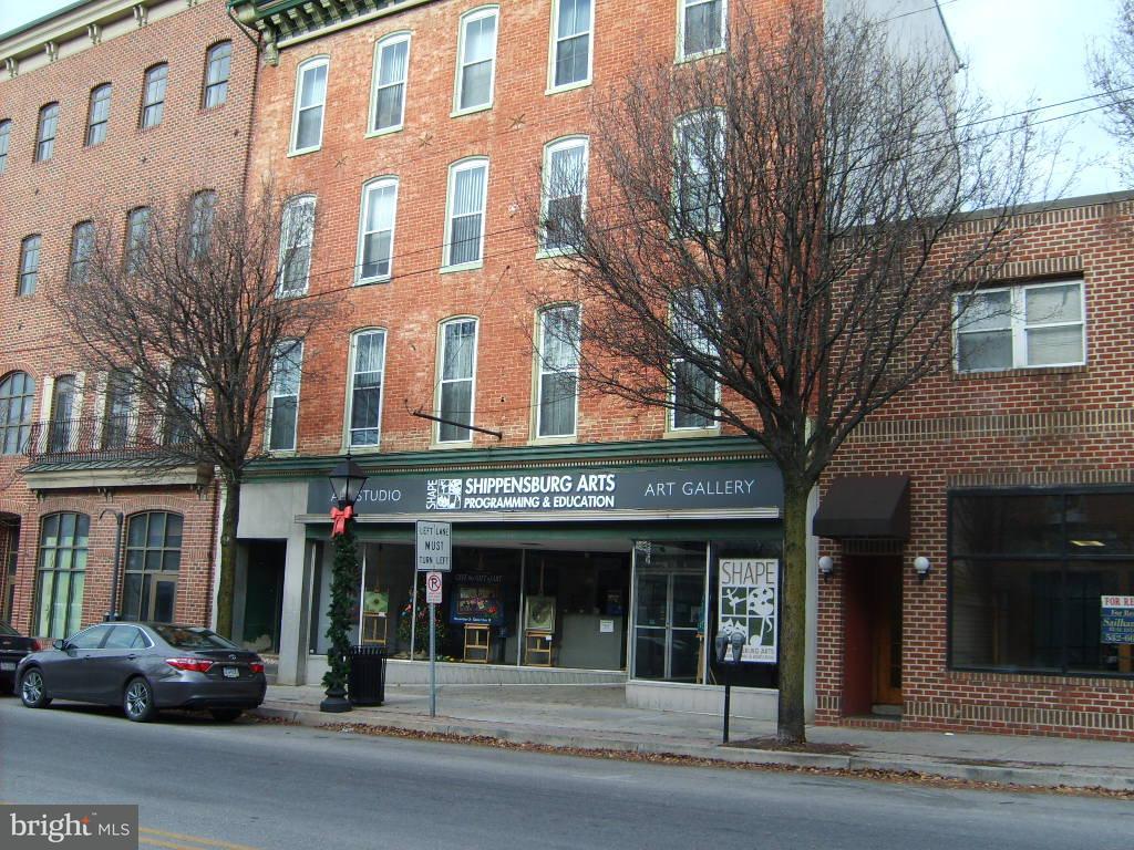 Vivienda multifamiliar por un Venta en 17 W King Street 17 W King Street Shippensburg, Pennsylvania 17257 Estados Unidos
