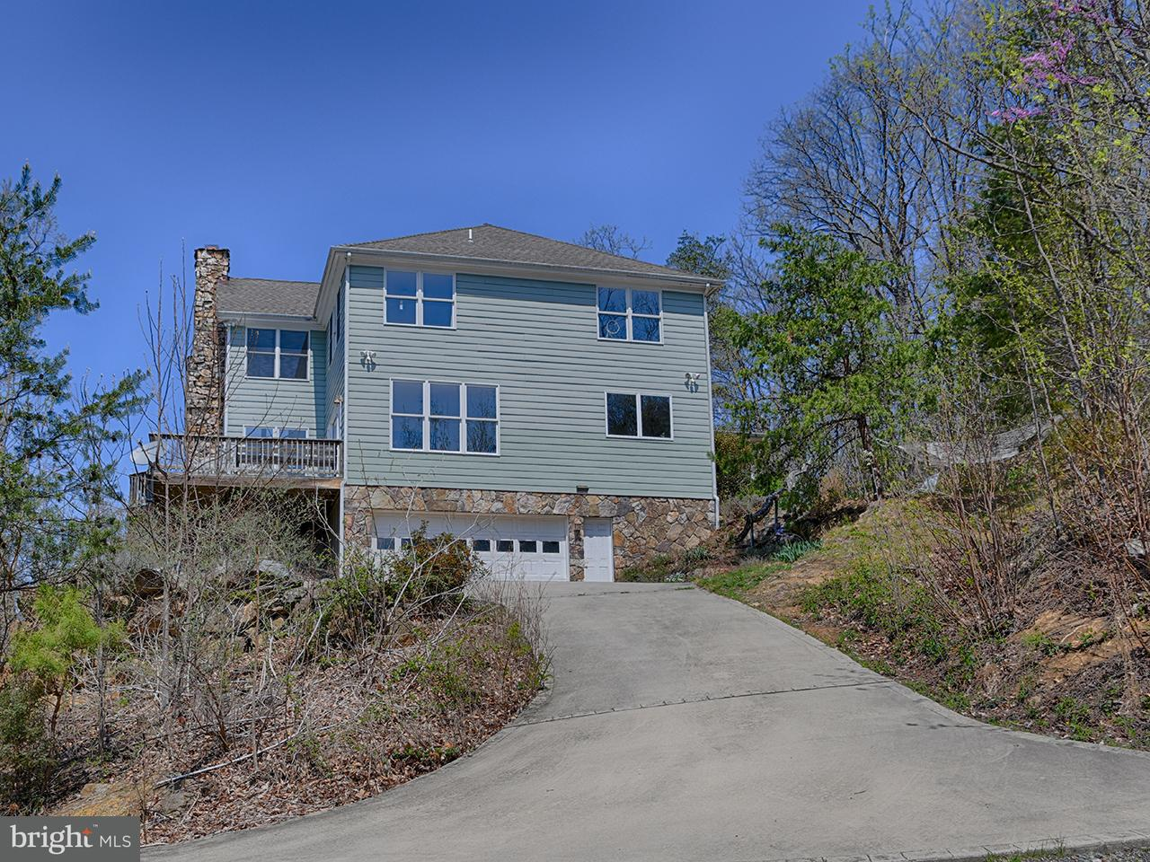 Single Family for Sale at 907 Parker Mountain Rd Stanardsville, Virginia 22973 United States