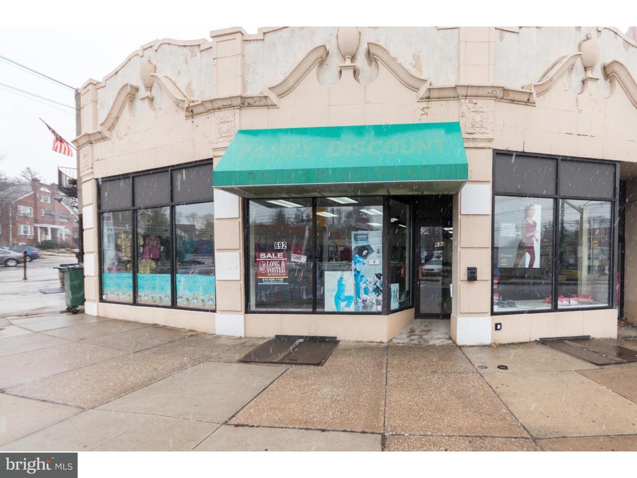 独户住宅 为 销售 在 690 BURMONT Road Drexel Hill, 宾夕法尼亚州 19026 美国