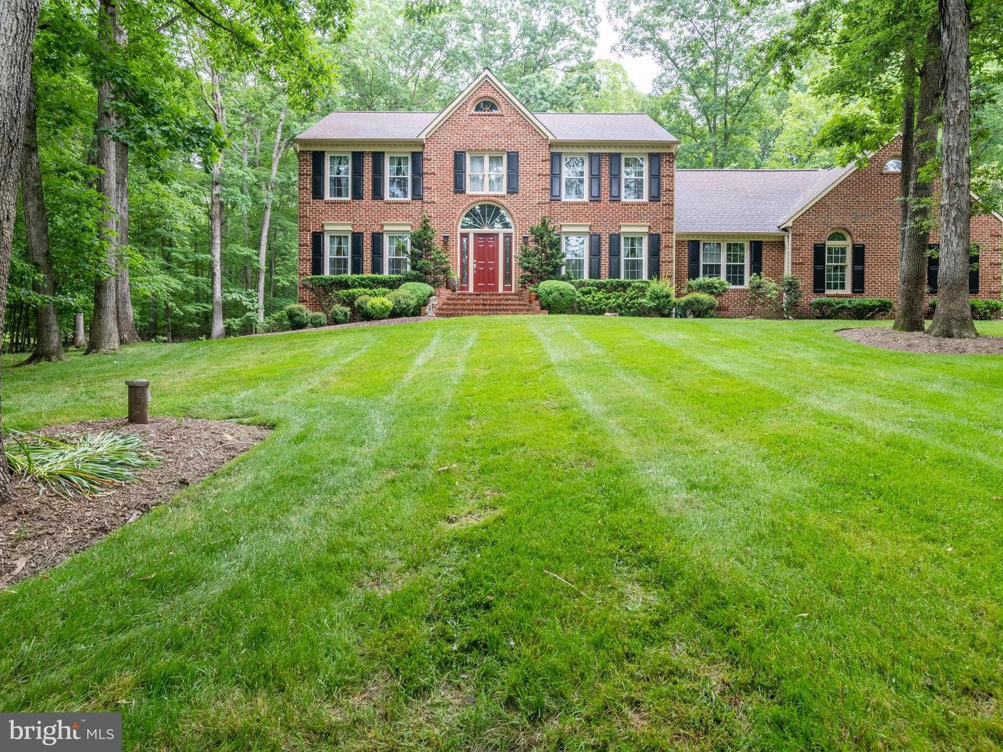 Single Family for Sale at 6513 Old Stone Fence Rd Fairfax Station, Virginia 22039 United States