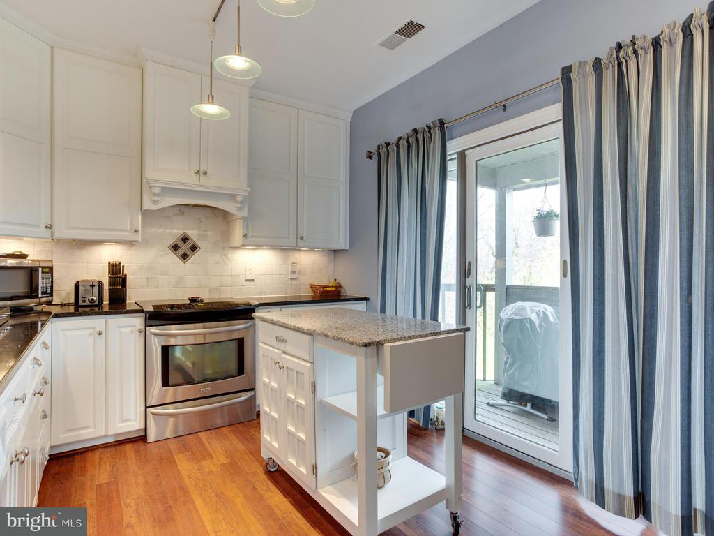 2008  QUAY VILLAGE COURT  AA2008, Annapolis in ANNE ARUNDEL County, MD 21403 Home for Sale