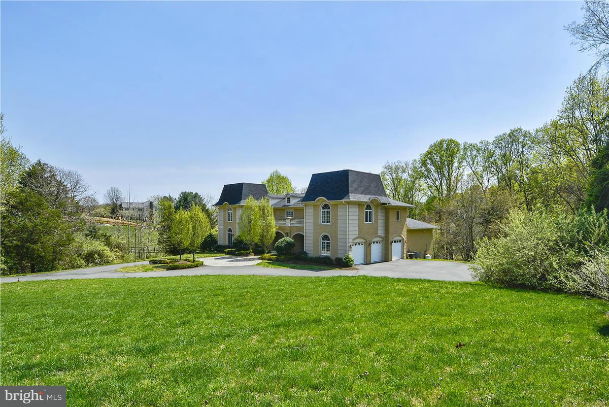 Single Family Home for Sale at 10911 Belgravia Court 10911 Belgravia Court Great Falls, Virginia 22066 United States