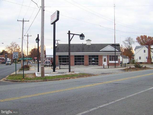 Commercial pour l Vente à 350 N Washington Street 350 N Washington Street Easton, Maryland 21601 États-Unis