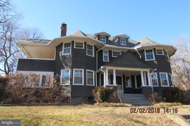 Single Family for Sale at 200 Woodlawn Rd Baltimore, Maryland 21210 United States