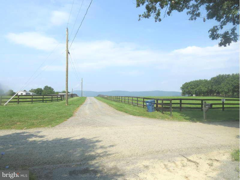 Additional photo for property listing at Peach Orchard Lane Peach Orchard Lane Aldie, Virginia 20105 Estados Unidos
