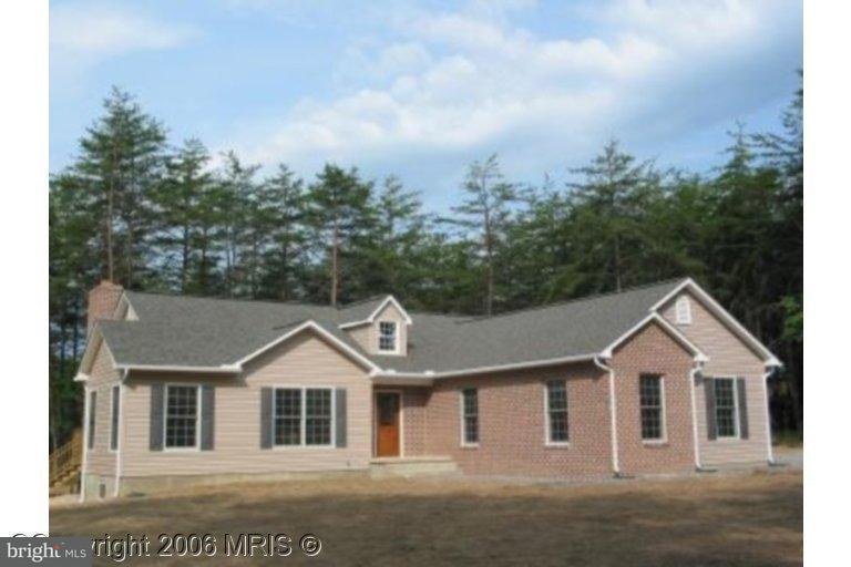 Single Family for Sale at 10 Dillons Ct Capon Bridge, West Virginia 26711 United States
