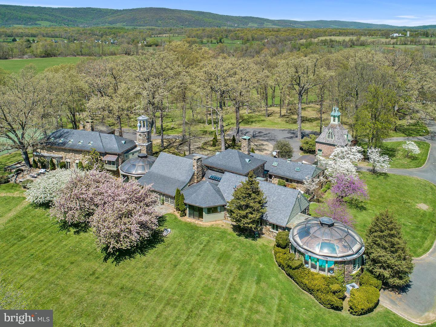 Single Family for Sale at 33807 Archbold Ln Upperville, Virginia 20184 United States