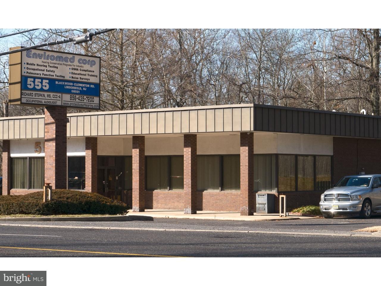Maison unifamiliale pour l Vente à 555 BLACKWOOD CLEMENTON Road Lindenwold, New Jersey 08021 États-Unis