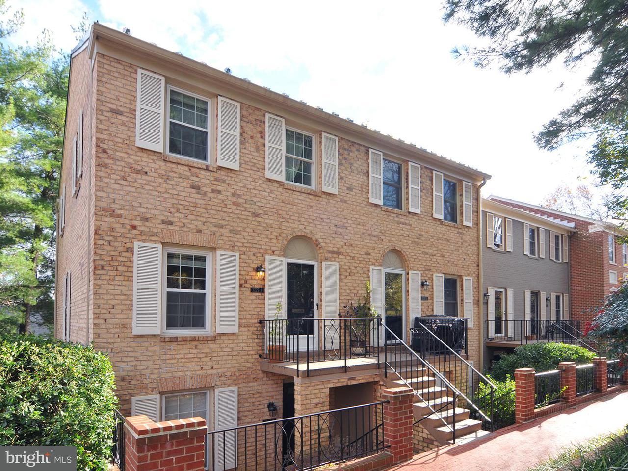 Частный односемейный дом для того Продажа на 3227 Sutton Pl Nw #A 3227 Sutton Pl Nw #A Washington, Округ Колумбия 20016 Соединенные Штаты