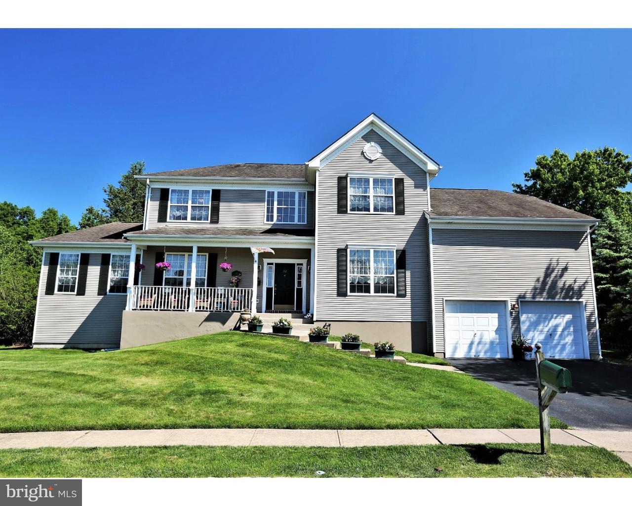 Частный односемейный дом для того Продажа на 32 VILLAGE Road Kendall Park, Нью-Джерси 08824 Соединенные ШтатыВ/Около: South Brunswick Township