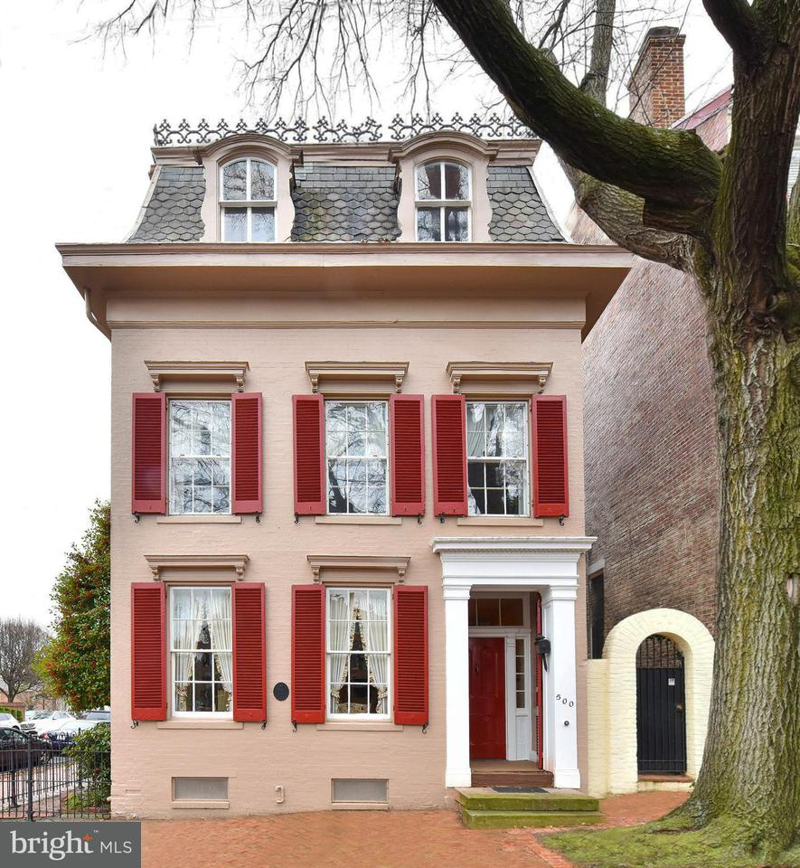 Casa Unifamiliar por un Venta en 500 Duke Street 500 Duke Street Alexandria, Virginia 22314 Estados Unidos