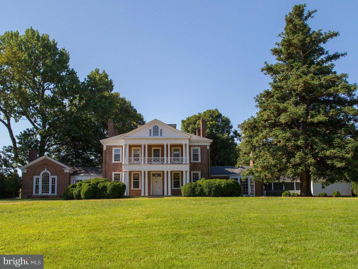 Single Family for Sale at 7379 Dyers Mill Ln Scottsville, Virginia 24590 United States
