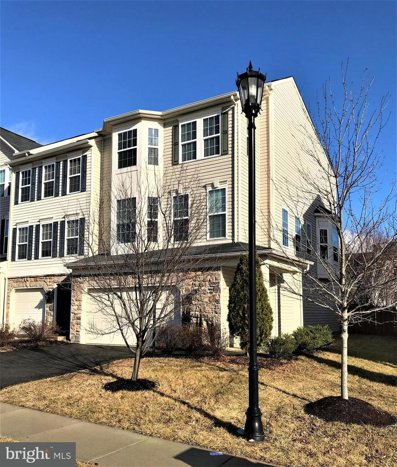 Townhouse for Sale at 41908 Moreland Mine Ter 41908 Moreland Mine Ter Aldie, Virginia 20105 United States