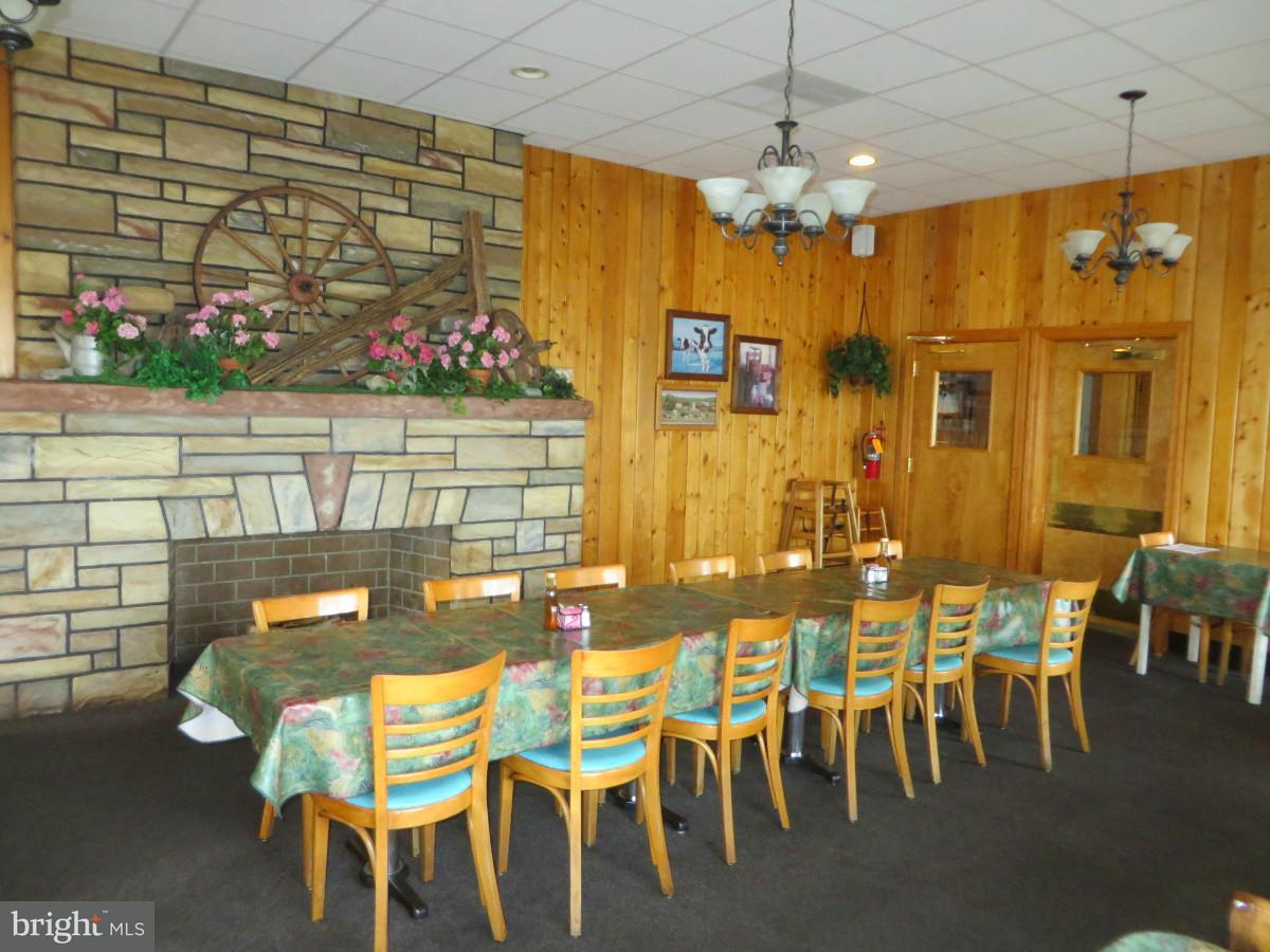 Additional photo for property listing at 7325 Molly Pitcher Hwy 7325 Molly Pitcher Hwy Greencastle, 펜실바니아 17225 미국